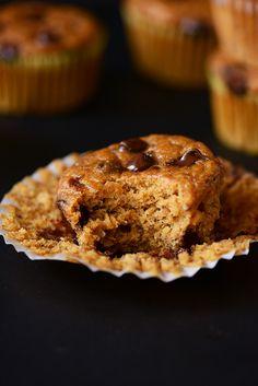 Vegan Pumpkin Chocolate Chip Muffins | minimalistbaker.com