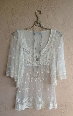 Sheer embroidered Lace boho chic peasant blouse with wide cape slleeves reserved for Emily Hippie Style, Gypsy Style, My Style, Bohemian Mode, Bohemian Style, Boho Chic, Estilo Fashion, Look Fashion, Club Fashion