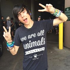(Fc: Damon Fizzy) Hey, I'm Damon. I'm 18. I'm a youtuber, creative, and friendly. I like rock bands like Pierce The Veil, Sleeping With Sirens, Black Veil Brides, etc. Come say hi!