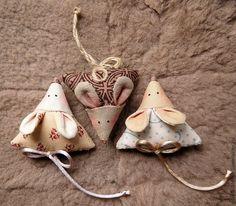 Купить мышь текстильная - мышь, ароматическое саше, игрушка мышь, брошь, необычный подарок Sewing Projects For Kids, Sewing For Kids, Crochet Projects, Christmas Toys, Handmade Christmas, Christmas Ornaments, Fabric Crafts, Sewing Crafts, Granny Gifts