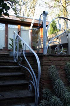 flowing and contemporary wrought iron art nouveau railings Porch Handrails, Outdoor Handrail, Metal Handrails, Banisters, Wrought Iron Stair Railing, Wrought Iron Gates, Iron Railings, Garden Railings, Iron Art