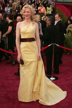 """Cate Blanchett – 2005 Oscar Dress by Valentino Couture. (77th Academy Awards – February 27, 2005. Best Supporting Actress Winner for """"The Aviator"""") #oscars, #oscardresses #Valentino #CateBlanchett"""