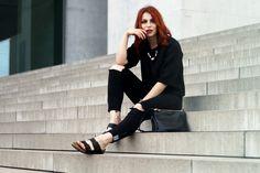 Masha Sedgwick black birkenstock monki distressed schwarz berlin outfit jeans neopren sweatshirt 2014
