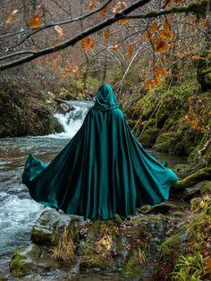 Elegant Wedding Bridal Wrap Velvet cape green hooded cloak medieval elven fantasy costume cape with hood length - AliExpress Fantasy Magic, Medieval Fantasy, Fantasy World, Dark Fantasy, Medieval Witch, Medieval Cloak, Scorpius Rose, Elfen Fantasy, Fantasy Character
