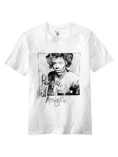 Gapは生誕70年を迎えるジミ・ヘンドリックスの生涯と音楽を祝うプロジェクトに参加し、2種類の限定Tシャツを発売します。Tシャツには、未発表曲を収めた新アルバム「People, Hell and Angels」のカバーアートがあしらわれています。  日本ではメンズ、ウィメンズのTシャツが3月20日より限定店舗にて販売されます。