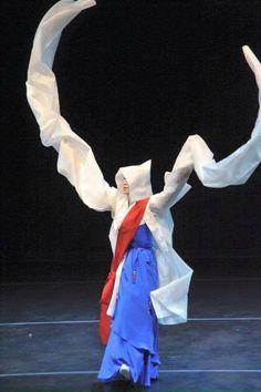 서울 경기지역 전통춤, 승무 Korean Traditional Dance [승무 : 이승희 선생, 사진 : 이용남 교수]