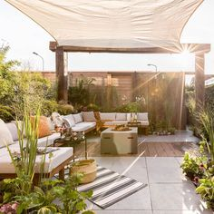 Ideas to bring shadow in the garden Metal Pergola, Wooden Pergola, Outdoor Spaces, Outdoor Living, Outdoor Decor, Dream Garden, Home And Garden, Pergola Designs, Balcony Garden