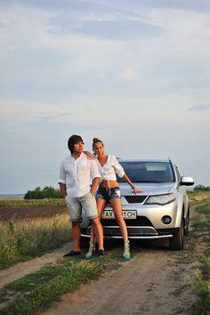 Фотосъемка Love Story у машины