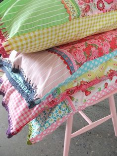 Fun Pillowcases – love that the front and back fabrics are different. This idea could help me use up some of my smaller quilt scraps @ Do It Yourself Pins