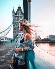 …when time stands still 💫 KAPTEN & SON enjoying the warm autumn breeze duri… …when time stands still 💫 KAPTEN & SON enjoying the warm autumn breeze during London sunset 😍 London Instagram, Photo Instagram, Sky Adventure, Zeina, Warm Autumn, London Photography, London Photos, London Travel, Photo Poses