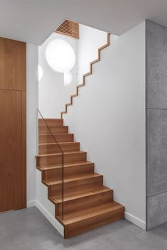 Industrial style corridor, hallway and stairs by formativ. Home Stairs Design, Railing Design, Interior Stairs, Home Interior Design, Stair Design, Wood Stairs, Basement Stairs, Stair Railing, Modern Stairs