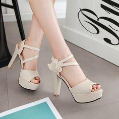 28 high heel shoes for college 19 * remajacantik Fancy Shoes, Pretty Shoes, Beautiful Shoes, Cute Shoes, Me Too Shoes, Fashion Sandals, Women's Shoes Sandals, Shoe Boots, Bridal Shoes