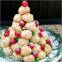 The best Christmas desserts: Cream puff Christmas tree #recipes