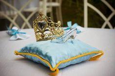 Festa tema Filme Cinderela Uma festa fantástica! Há tantas ideias para uma festa Cinderela, que eu adoro! Um bolo maravilhoso! Esta festa é muito bonita