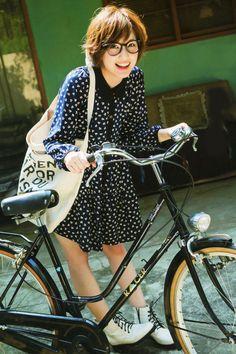 自転車、乗れないと思ってたでしょ?速いよ!私!