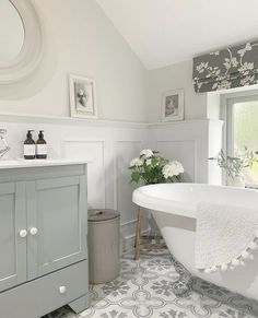 Family Bathroom, Small Bathroom, Small Country Homes, Def Not, Downstairs Toilet, Bathroom Colors, Bathroom Ideas, Bathroom Makeovers, Bathroom Inspo