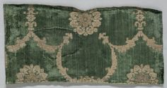 Velvet Fragment, 1400s Italy, 15th century velvet (cut, voided, and brocaded): silk and gold thread, Overall - h:21.00 w:40.70 cm (h:8 1/4 w:16 inches).