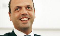 Cresce la fiducia per il ministro dell'Economia e delle finanze Pier Carlo Padoan, secondo quanto indicato dal sondaggio IPR Marketing Fiducia nei ministri.
