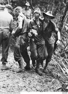Private R. Rowe assists Corporal M. Hall, DCM, of the Battalion to the regimental aid post after an attack on Shaggy Ridge.The Battle for New Guinea World War II with America's Australian Allies. Wartime Issue 23 - New Guinea Offensive Australian Defence Force, Vietnam War Photos, Man Of War, Anzac Day, History Of Photography, Military History, Naval History, Indochine, World War One