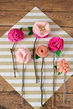 Cheap Crafts To Make and Sell - No Sew Felt Flowers With Twigs - Inexpensive Ideas for DIY Craft Projects You Can Make and Sell On Etsy, at Craft Fairs, Online and in Stores. Quick and Cheap DIY Ideas that Adults and Even Teens Can Make on A Budget Kids Crafts, Easy Felt Crafts, Diy Mother's Day Crafts, Mothers Day Crafts For Kids, Crafts To Make And Sell, Felt Diy, Jar Crafts, Spring Crafts, Flowers For Mothers Day
