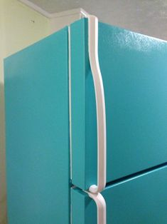 I am so excited to post this DIY project! It has been in the works for over a week now, so here goes=) DIY Painted Refrigerator (or, How to make your fridge look darling and retro instead of sad &a… Paint Refrigerator, Painted Fridge, Stainless Steel Refrigerator, Refrigerator Makeover, Vintage Kitchen Decor, Diy Kitchen, Kitchen Ideas, 1940s Kitchen, Kitchen Hacks