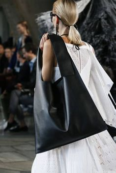 The 6 Need-To-Know Bag Trends For 2019 The six need-to-know bag trends 2019 to keep you one step ahead this summer. From shoulder bags to XXL totes to bum bags, these are the latest bag trends for spring summer 2019 and beyond. Look Fashion, Fashion Bags, Fashion Trends, Black Leather Handbags, Leather Bag, Tote Bags, Bum Bags, Sacs Design, Latest Bags
