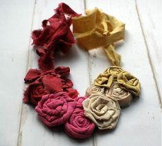 Ručne vyrobený textilný náhrdelník by sive_pierko - SAShE.sk - Handmade Náhrdelníky