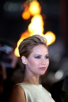 Jennifer Lawrence- Elizabeth Bennett Jennifer Lawrence embodies the strong female character that shows her independence and challenges societal roles especially through her character in the Hunger Games. Likewise Elizabeth is considered to be too independent for a woman during this time period.