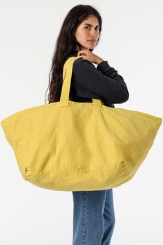 Big Tote Bags, Denim Tote Bags, Beach Tote Bags, Big Fashion, Fashion Bags, Fashion Trends, Fashion Outfits, Garment Manufacturing, Sailing Outfit