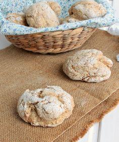 Pão de farelo de aveia  250g de farinha de trigo integral 130g de farelo de aveia 1 c. chá de sal fino 1 c. sopa de açúcar ou mel 330 ml de água morna 38g de glúten de trigo 11g de fermento de padeiro seco