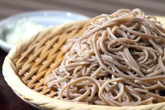 Japanese noodles 'SOBA' are useful for vegan dishes! Depending on kinds of soba, they're also gluten free :) Tofu, Japanese Noodles, Japanese Food, Buckwheat Recipes, Vegan Recipes, Fideos Soba, Tokyo Food, Carb Cycling Diet, Italian Pastries