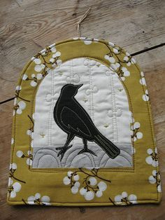 Love the colors on this blackbird mini quilt