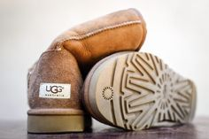 Prevention is the best way to care for your sheepskin boots, according to Ugg Australia's website. But even if you have applied a repellent, your boots can get stains from normal. Ugg Winter Boots, Winter Boots Outfits, Snow Boots, Winter Outfits, Summer Outfits, Black Boots Outfit, Ugg Boots Outfit, Outfit Jeans, Uggs For Cheap