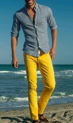 How to Wear Yellow Jeans For Men looks & outfits) Mens Yellow Pants, Yellow Pants Outfit, Yellow Jeans, Sharp Dressed Man, Well Dressed, Stylish Men, Men Casual, Mustard Pants, Look Man
