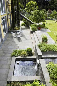 Blick auf die Terrasse vor Gartenebene: von Planungsbüro Garten und Freiraum