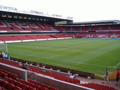 Interior City Ground, Nottingham, Inglaterra. Capacidad	30.602 espectadores, Equipo local Nottingham Forest.