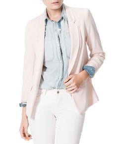 Blusa #Chambray +blazer= mix de capas. Arreglada, pero in- formal. Perfecta. #BlusasTrend #Pasionporlamoda
