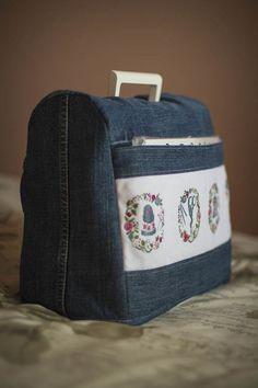 Denim sewing machine cover (picture only). Pattern: http://blogs.masterclassy.ru/kak-sshit-chehol-dlya-shveynoy-mashinki.html