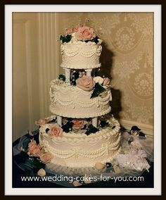 Classic style Victorian wedding cake by Lorelie@wedding-cakes-for-you.com