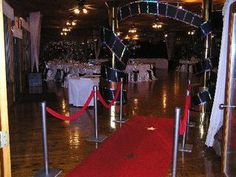 Red Carpet Theme Party Ideas Detail Right! So a few weeks ago i had my first-ever Oscar/Red Carpet themed party. Hollywood Sweet 16, Old Hollywood Theme, Hollywood Party, Hollywood Stars, Sweet 16 Party Themes, Sweet Sixteen Parties, Theme Parties, Hollywood Theme Decorations, Red Carpet Theme Party