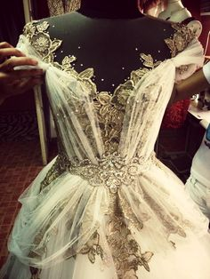 something out of a dream — Mak Tumang Princess Wedding Dresses, Wedding Gowns, Ballet Russe, Mode Blog, Fairytale Dress, Fantasy Dress, Prom Dresses, Formal Dresses, Beautiful Gowns