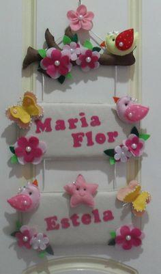 Enfeite de Porta de Maternidade Feito à mão, em feltro para gêmeas. Pode ser feito em outras cores para sua decoração.Feitos sob encomenda.