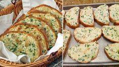 Leckeres knuspriges Brot mit gebackenem Knoblauch und mit Käse überbacken.