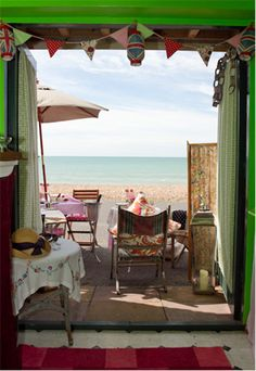 Mr & Mrs Unique :: Beach Hut (Vintage Events) :: An eclectic Beach Hut on the Hove seafront for up to 20 people!