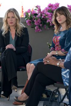 Wait, Did You Catch This Subtle Anchorman Easter Egg in Dead to Me? Netflix Tv, Netflix Series, Series Movies, Tv Series, Lob With Bangs, Ron Burgundy, Unlikely Friends, Christina Applegate, Will Ferrell