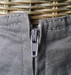 pour éviter ça..... et bien d'autres astuces le blog de Nine couture est superbe. Voir méthode pour fermture invisible :  je prends systématiquement une fermeture plus longue de 3 ou 4 cm que la longueur de la fente...