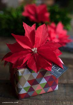 Como hacer flores de noche buena con servilletas de papel01