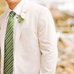 Like the idea of green accents instead of the most common blue for beach weddings