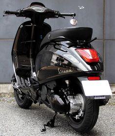 Vespa Sprint, Vespa Gts, Vespa Motor Scooters, Yamaha Bikes, Motorcycle Wallpaper, Motorcycle Types, Mini Bike, Vintage Bikes, Bobber