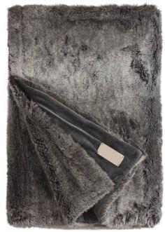 Heel dikke, zachte bontplaid, deken of bedsprei die bijna niet van echt te…